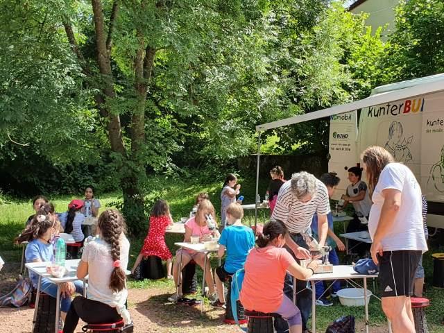 Viele Kinder besuchten das KunterBUNDmobil.