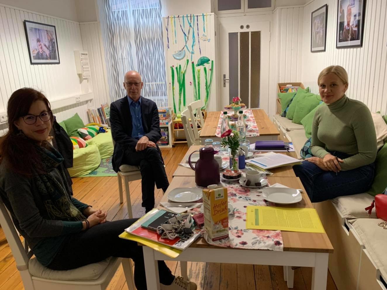 Josephine Ortleb zu Besuch im Mehrgenerationenhaus. Foto: Kira Braun
