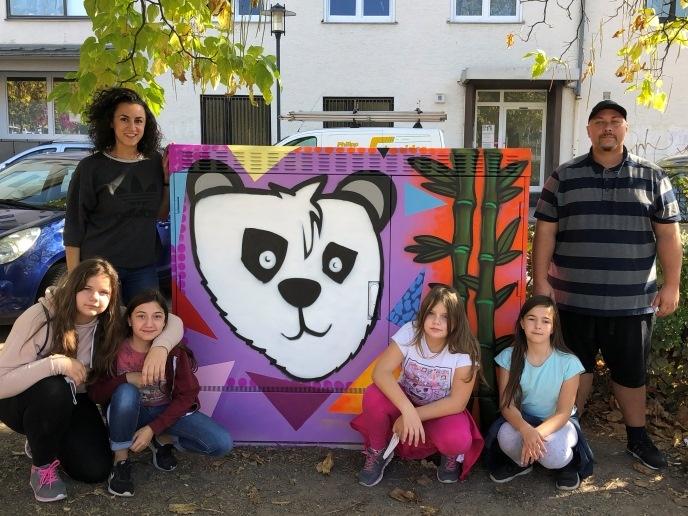 Zur Verschönerung des Stadtteils haben Kinder und Jugendliche aus Malstatt einen Verteilerkasten am Pariser Platz gestaltet. Foto: Diakonie Saar