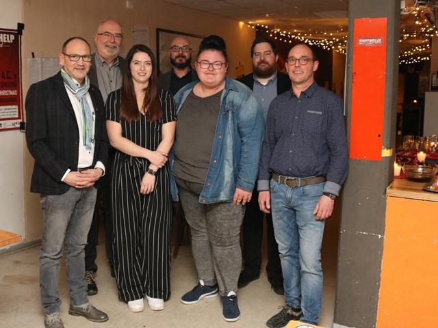 Kooperationspartner, Mitarbeitende und Jugendliche feierten 10 Jahre Jugendzentrum Schiffweiler. Foto: Diakonie Saar / Stein