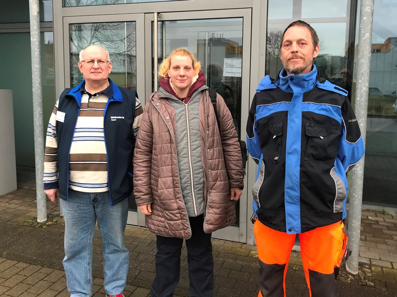 Haben durch das Teilhabechancengesetz wieder eine Beschäftigung gefunden: (v.li) Michael Gietzen, Rebekka Trunz und Thomas Barthen. Foto: Paulus