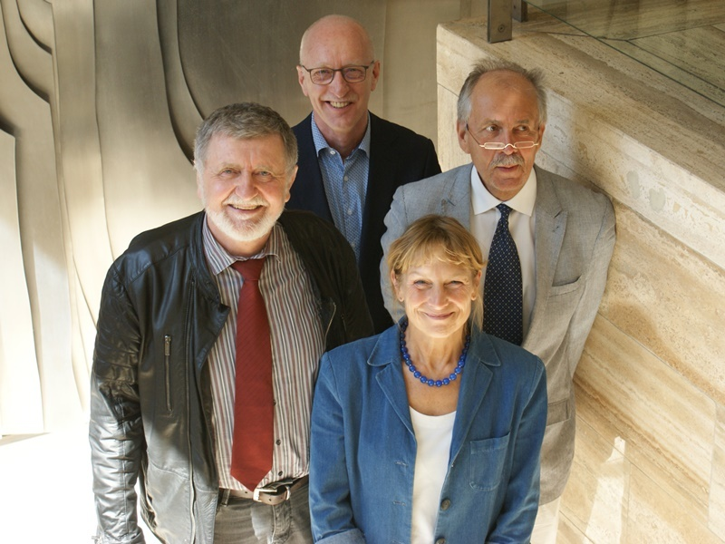 Wolfgang Schönberger von der Diakonie Saar (hinten Mitte) mit (v.li. n. re):  Josef Bäuml, Ina Jarchov-Jadi und Klaus Gérard Nouvertné
