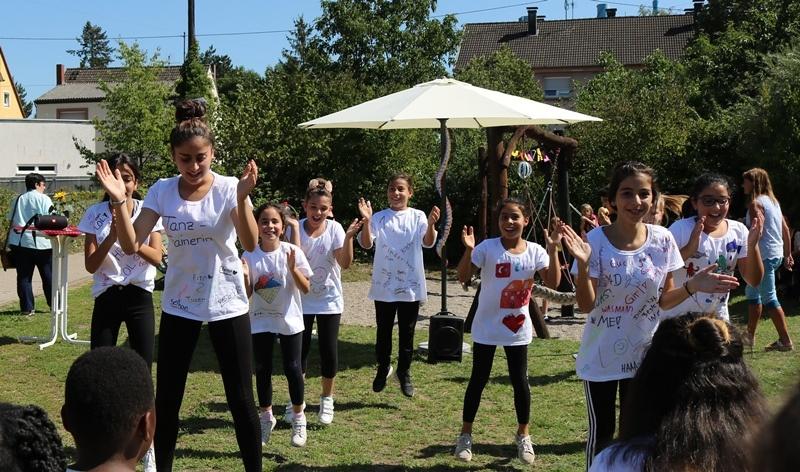 Die Tanzgruppe begeisterte beim 10-jährigen Kinderhausjubiläum.