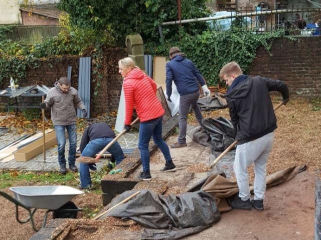 Daimler Protics Mitarbeitende engagieren sich für Wohngruppen