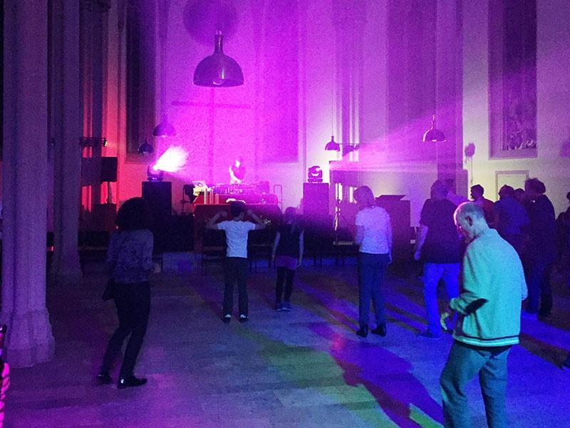 Dancing in Heaven - in der Evangelischen Stadtkirche Homburg legte DJ Olde auf. Foto: evks/ Vilov