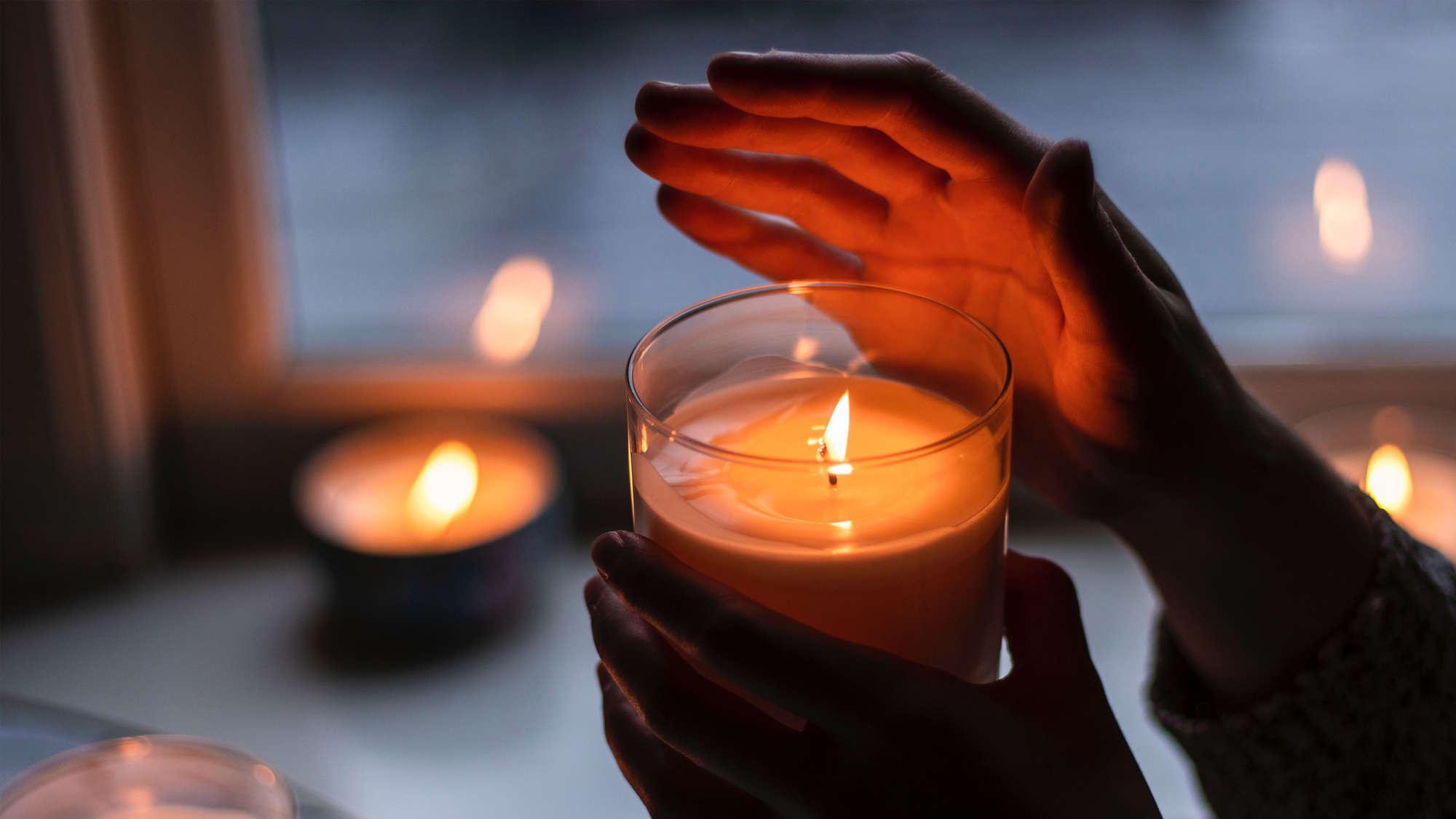 #lichtfenster - ein Zeichen der Solidarität für die Opfer der Corona-Pandemie