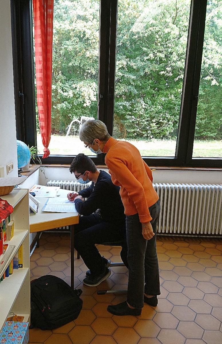Frau Preiser und Schüler (Foto: B. Altmann)