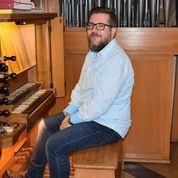 Andreas Ganster an der Orgel im Martin-Luther-Haus (Foto: U.Schmidt)