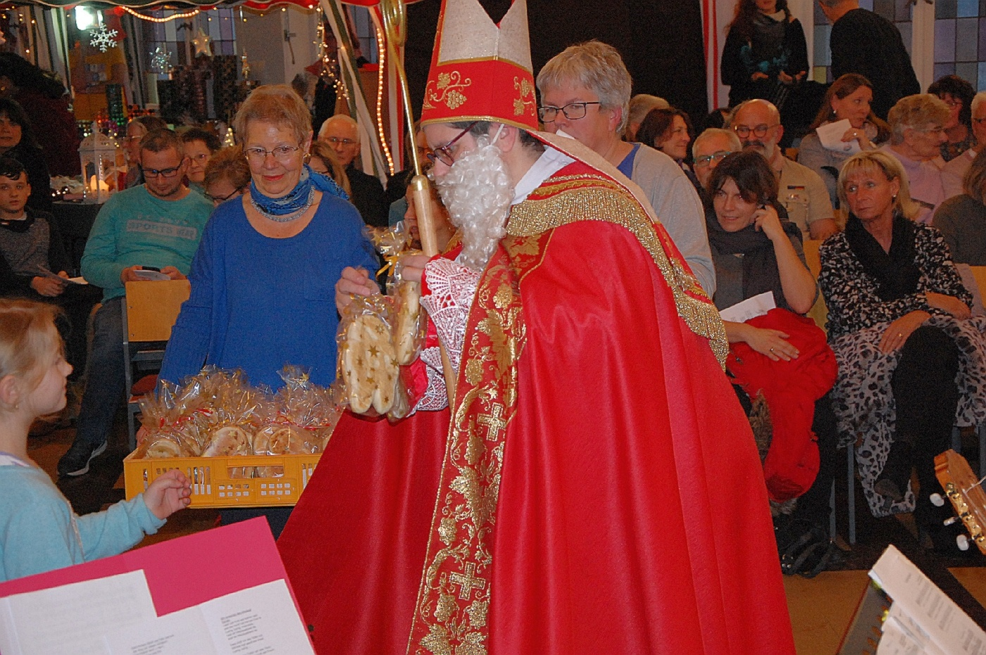 Bischof Nikolaus besucht den Weihnachtsmarkt in Furpach