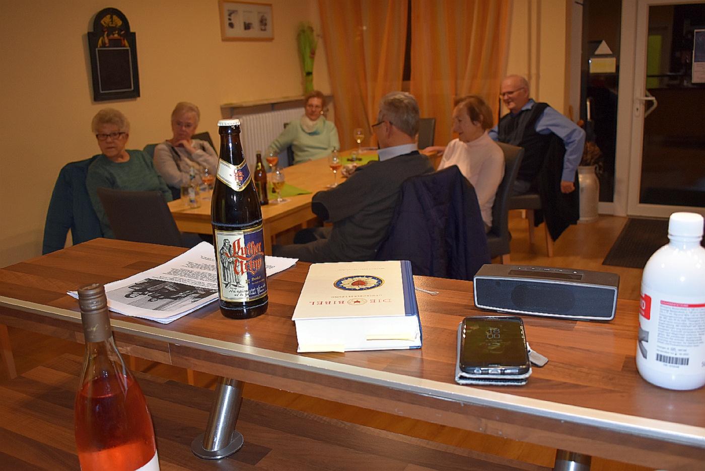 Lutherbier und Bibel (Foto: U. Schmidt)