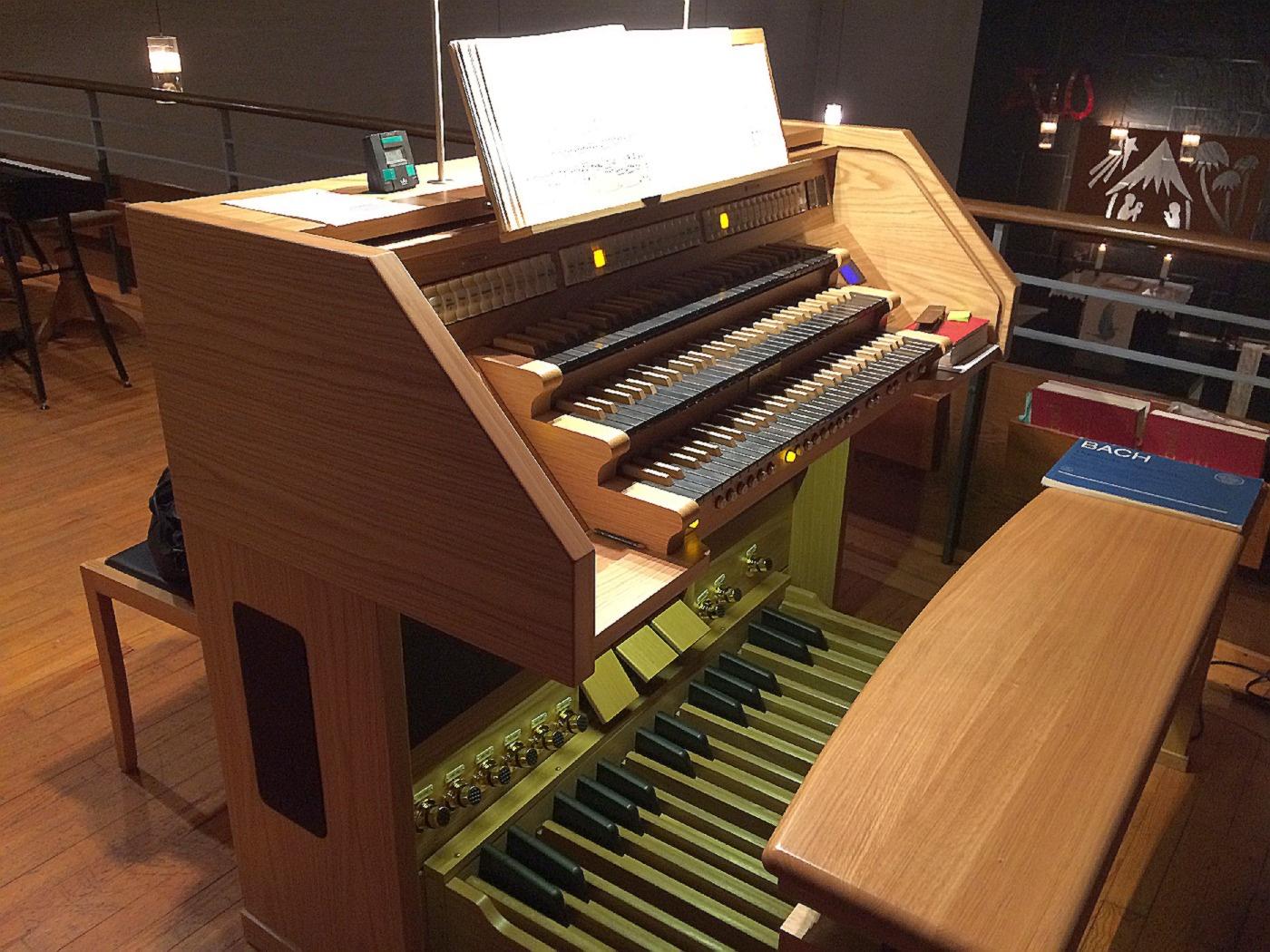 """Die neue Orgel """"Gloria"""" der Firma Kisselbach in der Paul-Gerhardt-Kirche (Foto: H.-J. Strack)"""