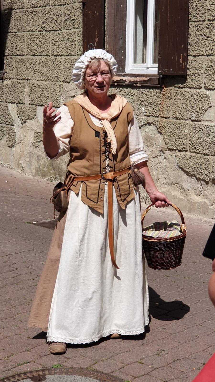 """Die """"Marktfrau Lisbeth"""" erzählte uns auf lustige Art und auf """"kreiznacher Platt"""" einige Schmankerl von früher und heute"""