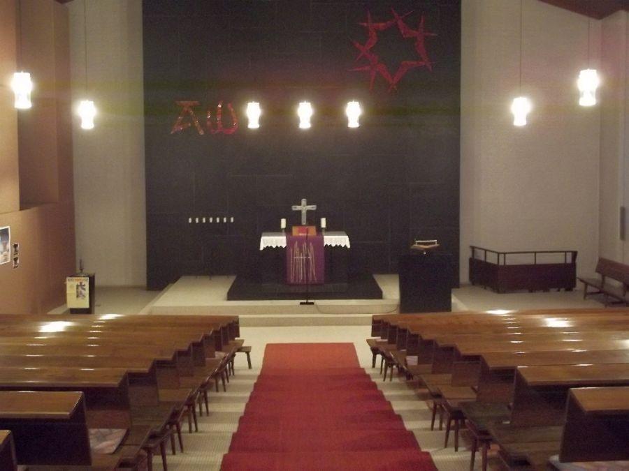 Paul-Gerhardt-Kirche Neunkirchen-Wellesweiler, Ernst-Blumstr. 9 (Fotos: H.-J. Strack)