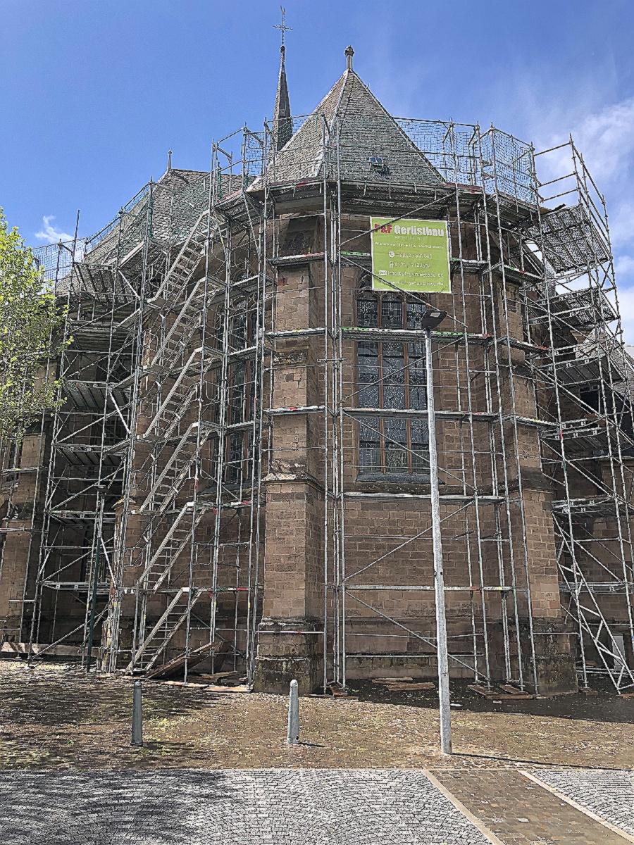 Ein Baugerüst wurde gestellt zur Dachrenovierung an der Christuskirche (Foto: M. Hilka)