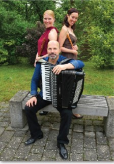 "Trio ""Wood & Keys (Foto: Kirchengemeinde)"