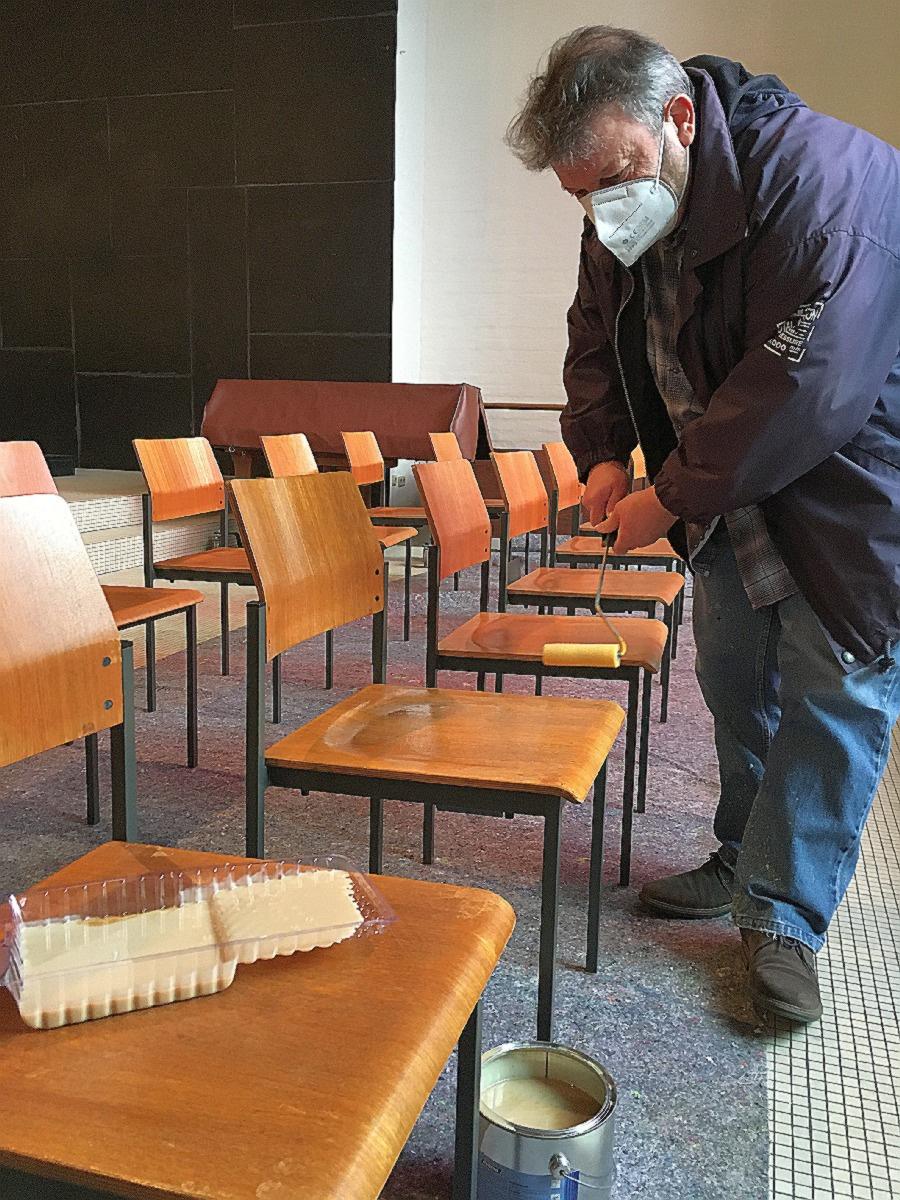 Die Stühle von der Scheib werden neugestaltet (Fotos: B. Weber)