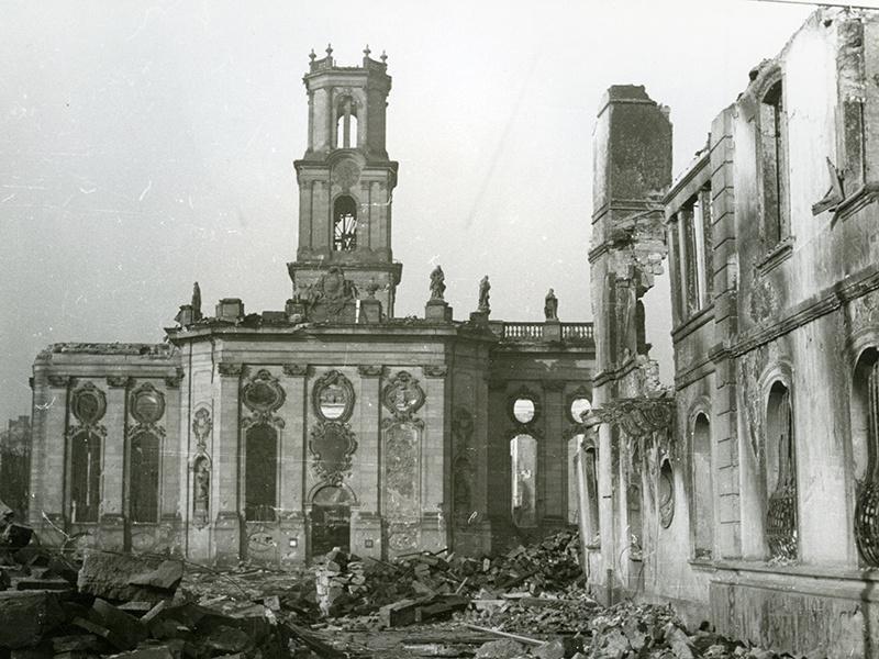 Die zerstörte Ludwigskirche. Quelle: Sammlung Fritz Mittelstaedt, Stadtarchiv Saarbrücken
