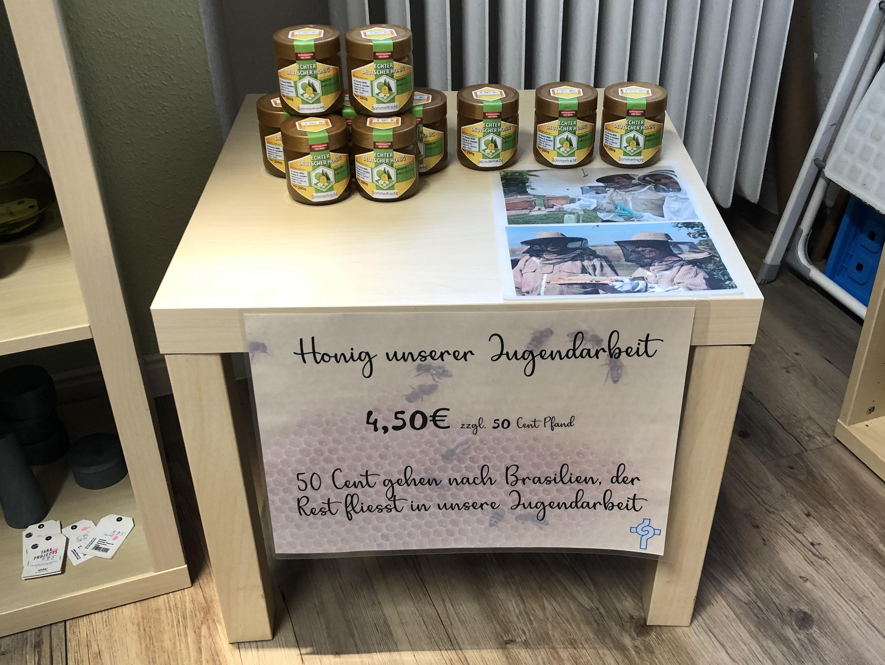 """Der """"Kirchen-Honig"""" kann im Eine-Welt-Laden St. Wendel erworben werden, Fotos: Ev. Gesamtkirchengemeinde St. Wendel / Schäfer"""