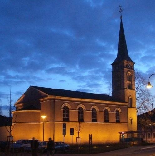 Das Abendmal bei mehreren Stationen rund um die Stadtkirche aus verschiedenen Blickwinkeln erfahren. Foto: EVKS