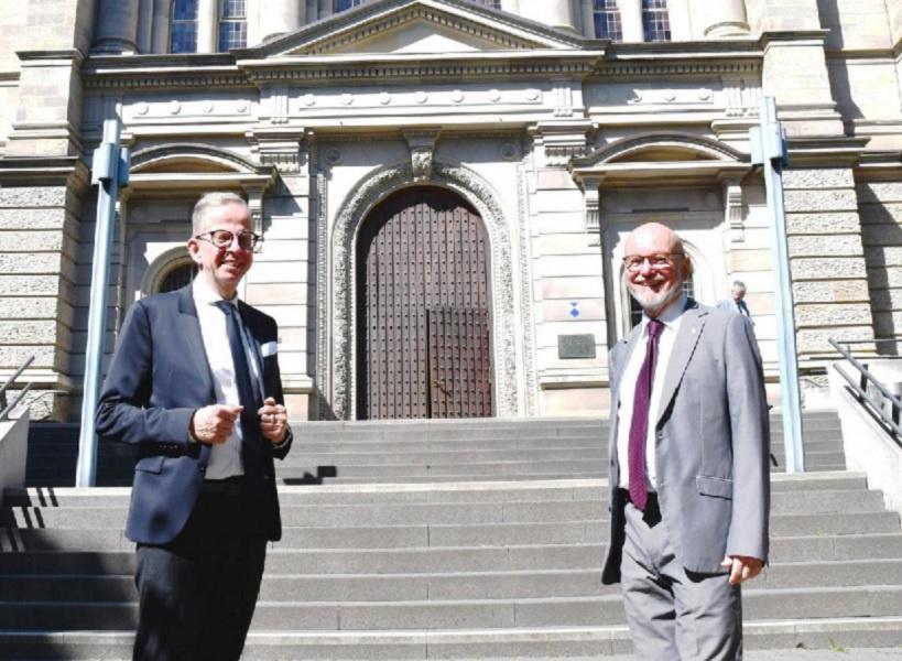 Wolfgang Schumacher und Dr. Thomas Posern (v.l.n.r.) Foto: EKHN