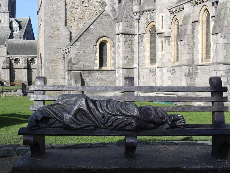 Der liegende Mönch vor der Christ Church, Foto: Ira Köhler