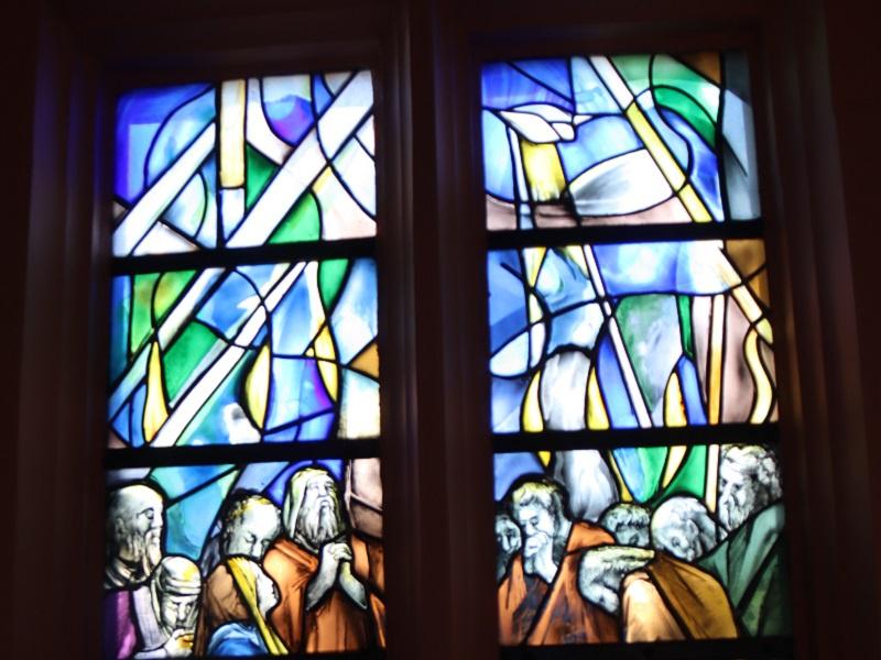Pfingstfenster der Ev. Kirche Perl