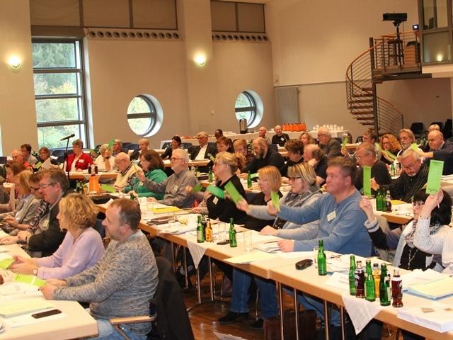 Synodale aus 14 Kirchengemeinden stimmten über Satzungen und Haushalt ab.