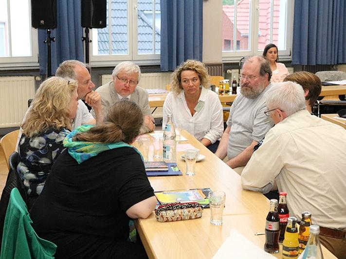 In Gruppen arbeiteten die Synodalen an neuen Ideen, um wieder mehr Menschen zu erreichen. Fotos: evks/ Paulus