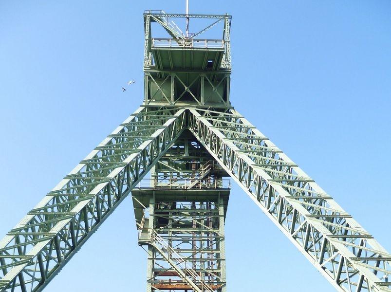 Auf einer Exkursion werden historische Bergreviere des Saarlandes entdeckt. Unser Foto entstand am Denkmal für die 299 verstorbenen Bergleute beim Unglück  am 7. Februar 1962 im Steinkohlebergwerk Lui