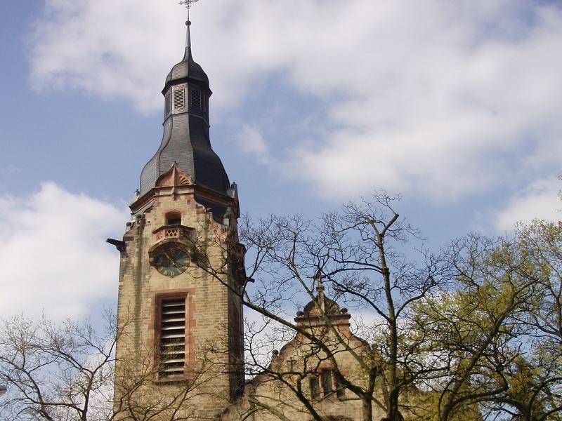 Gottesdienst mal nicht in der Kirche sondern auf dem Ostermarkt in Saarlouis. Foto: EVKS