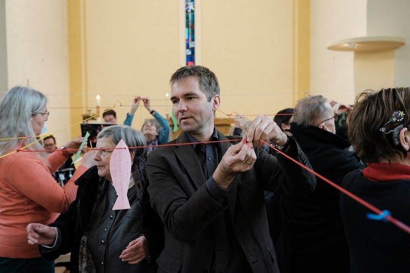 """Pfarrer Uwe Lorenzen in Aktion beim """"Alternativen Gottesdienst"""""""