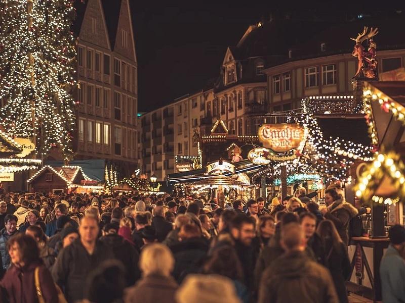 In der nächsten Zeit nicht zu erwarten - dicht gedrängt auf dem Weihnachtsmarkt, Foto: freie Grafik