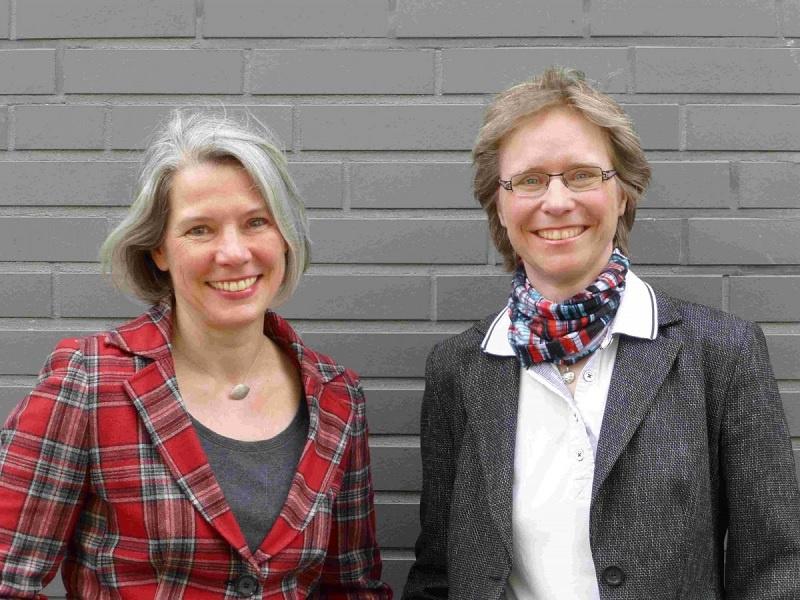 """Sie verantworten den neuen Studiengang """"Master of Theological Studies"""": Prof. Dr. Michaele Geiger (li.) und PD Dr. Nicole Kuropka"""