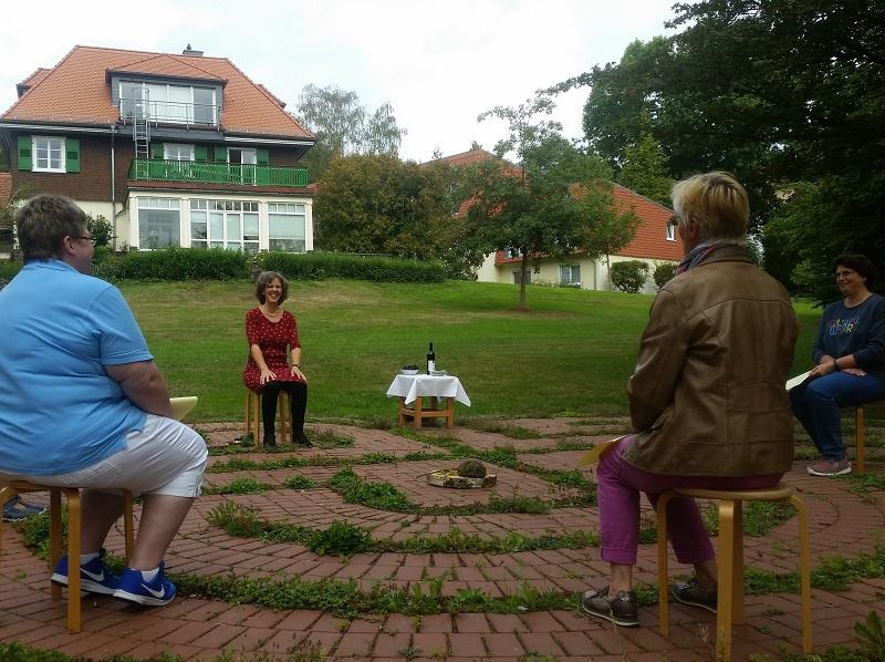 Im Gartenlabyrinth, Foto: Haus der Stille / Dorothea Müth