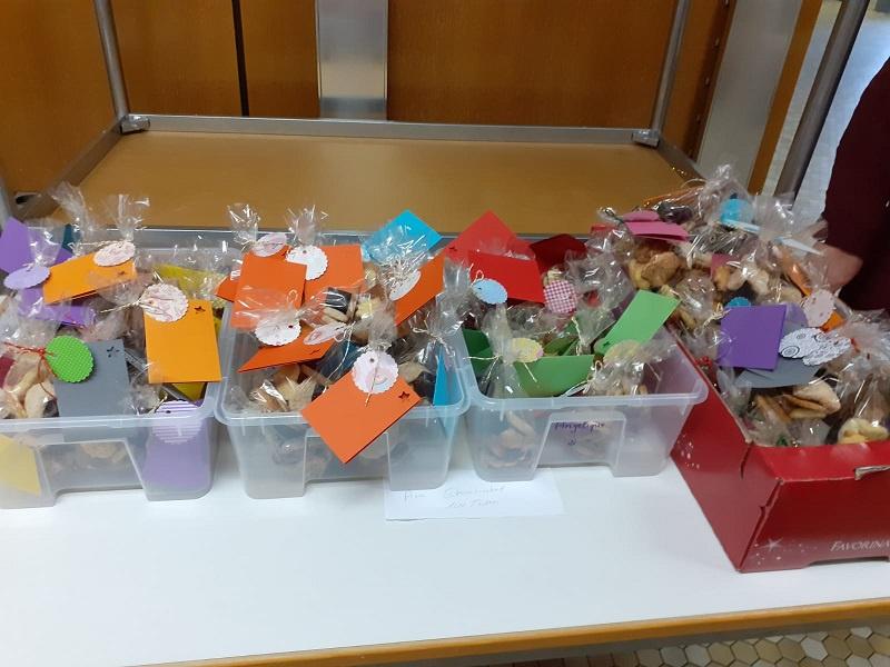 Die Tüten wurden vorher im Ev. Gemeindezentrum gepackt, Foto: Kirchengemeinde St. Johann