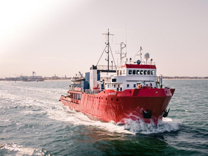 Die SEA-EYE 4 beim Auslaufen aus Rostock, Foto: united4rescue/Maik Lüdemann
