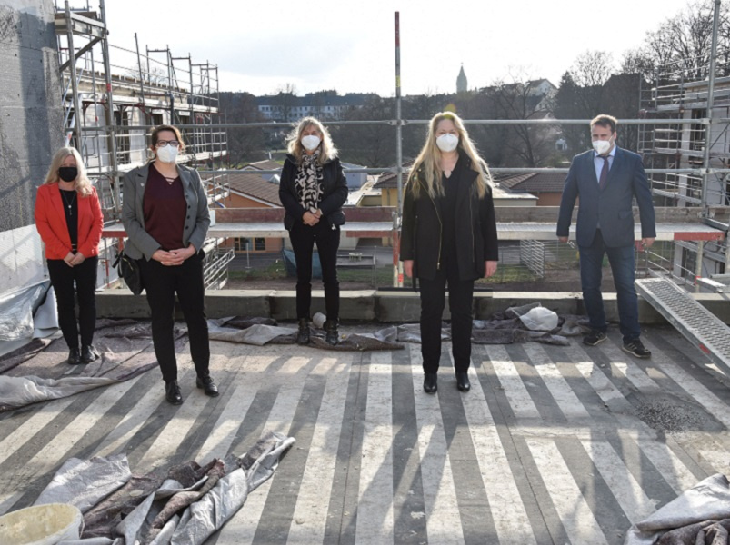 v.l.n.r.: Petra Schütz, Tina Frank,, Monika Kolling, Heike Becker und Dr. Magnus Jung / Foto: kreuznacher diakonie