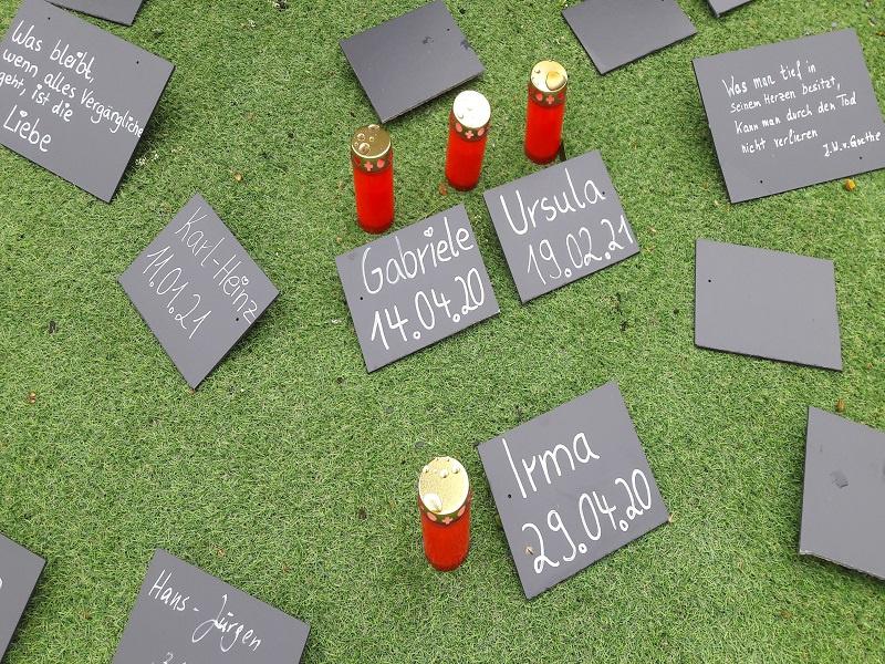 Temporäre Gedenkstätte für Corona-Opfer an Saarbrücker Ludwigskirche