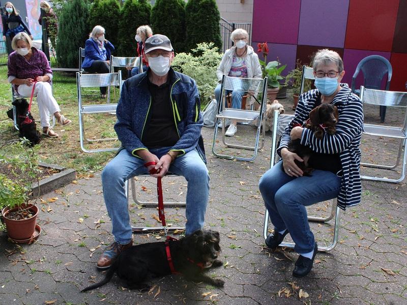Das Ehepaar Stark war mit Tessa (l.) und Debbie (r. auf dem Arm) gekommen, Fotos: evks/Eulenstein