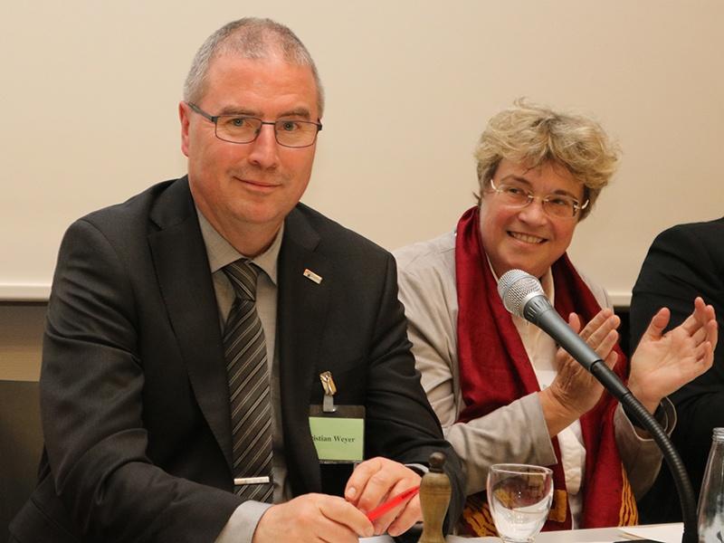 Superintendent Christian Weyer (l.) ist Vorsitzender des Haushaltsausschusses der EKD, Foto: evks