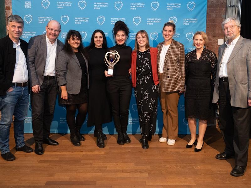 Süheyla Schwenk und ihr Team (Mitte) mit Vertretern der Erwachsenenbildung: (v.li) Wolf-Dieter Scheid, Rolf Seewald, Anne Schuler und Hartmut Richter. Foto :Markus Lutz