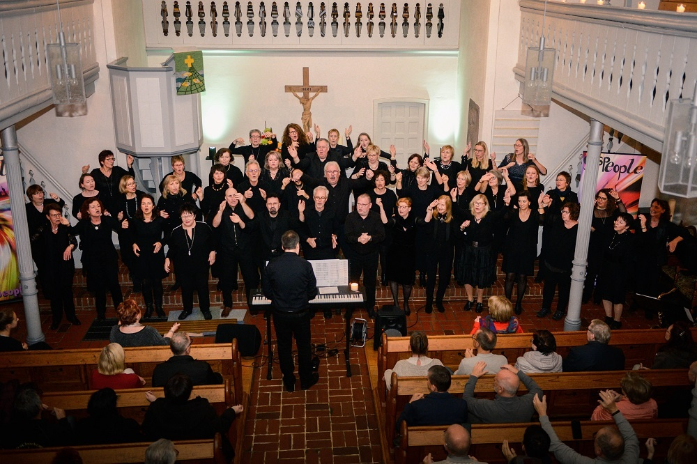 "Wunderbares Konzert des Gospelchors ""GosPeople' in der evangelischen Kirche Dirmingen"