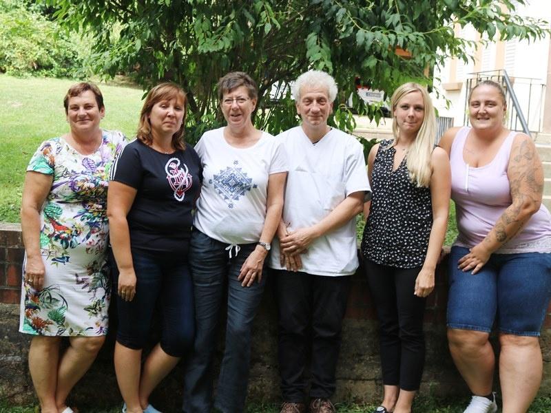 Pflegedienstleiterin Eva Kühnle (2.v.li) mit  Mitarbeitenden der Sozialstation Foto: Diakonie Saar/ Paulus